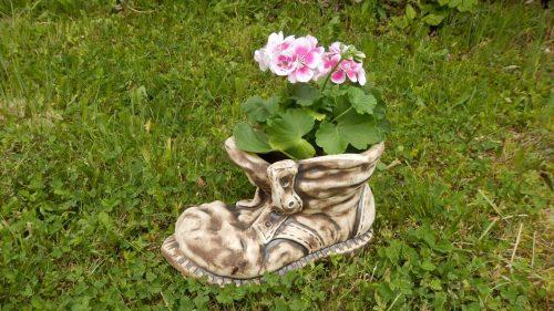 Topánka 30cm zahradna socha kvetinac