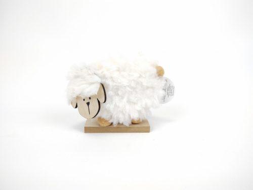 Mäkká kožušinková ovečka na drevenom podstavci Rozmery: 11 x 13cm Materiál: kožušinka, drevo