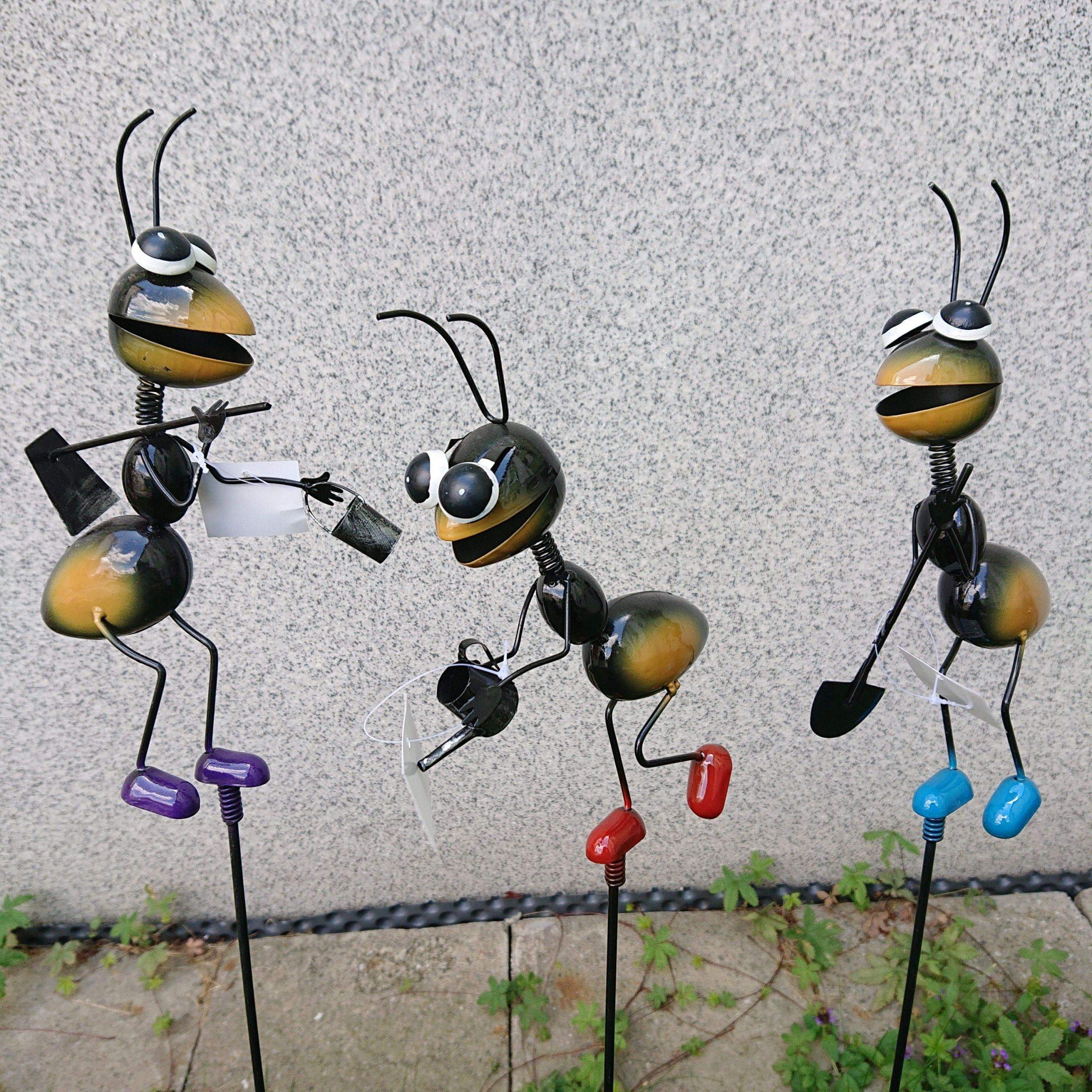 Mravec kovový zapichovací mix
