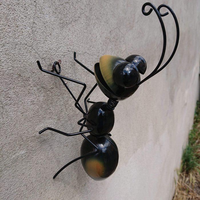 Mravec kovový na stenu 18x18cm