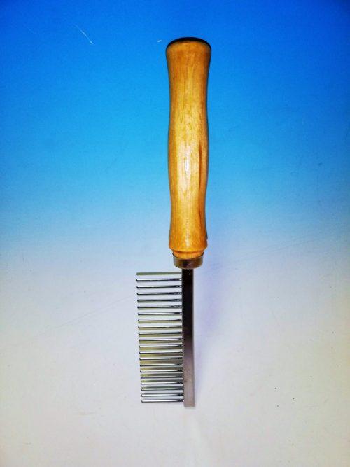 Hrebeň riedky s drevenou rúčkou