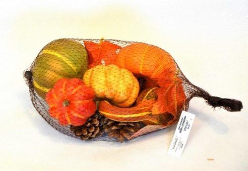 Jesenná dekorácia tekvice šišky lístie